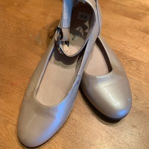 Venettini Girls Patent Leather Dress Shoes